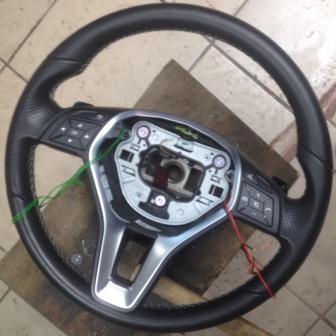 Руль Mercedes GLA 200 с установленными нагревательными элементами